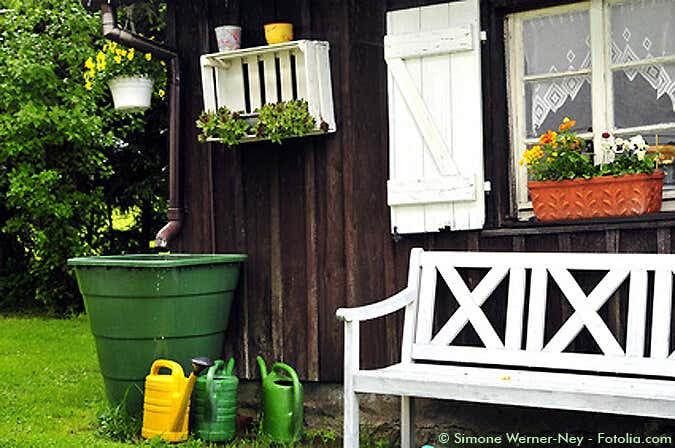 Gemeinsame Die Regentonne am Gartenhaus: besseres Gießwasser kostenlos @OI_04