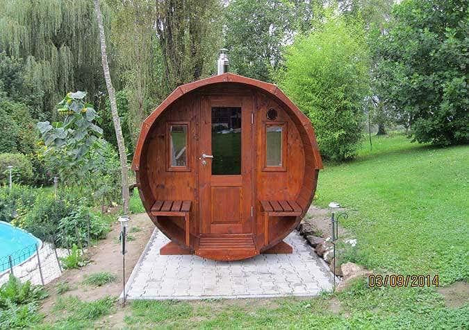 ein saunafass wird aufgebaut fotostory und interview. Black Bedroom Furniture Sets. Home Design Ideas