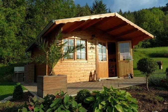 das gartenhaus mit vordach gartenhaus magazin. Black Bedroom Furniture Sets. Home Design Ideas