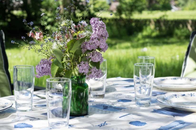 Dekoideen Fur Ihre Gartenparty Blumen Und Lichtakzente