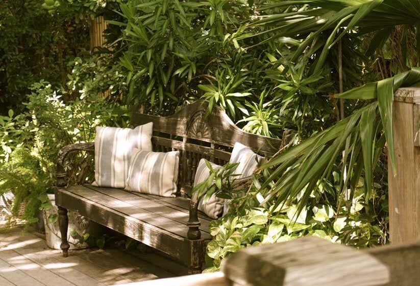 garten sitzecke gestalten ideen f r kleine gro e g rten. Black Bedroom Furniture Sets. Home Design Ideas