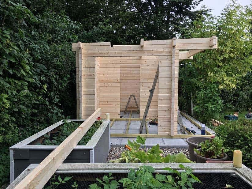 sauna aufbauen schritt f r schritt video tutorial. Black Bedroom Furniture Sets. Home Design Ideas