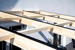terrassenueberdachung-holz-sparren-unterlagen
